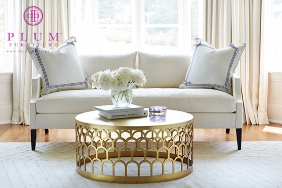 preppy living room, scalloped coffee table, scalloped rug