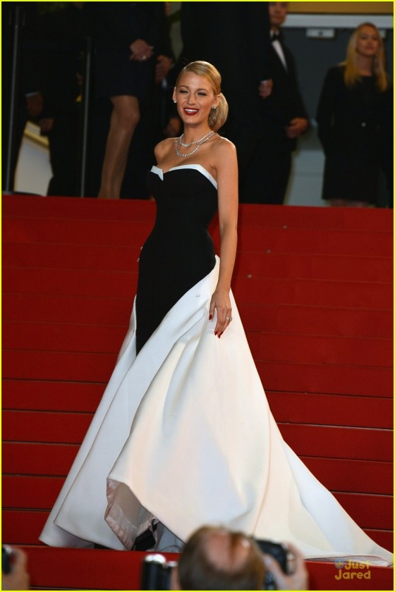 blake-lively-ryan-reynolds-captive-cannes-premiere-01